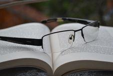 Free Eyeglasses On Book Stock Photos - 92753083