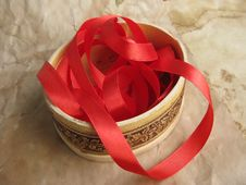 Free Red Ribbon In Small Box Stock Images - 9286554