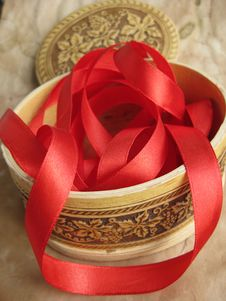 Free Red Ribbon In Small Box Stock Photos - 9286573