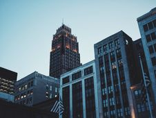 Free Architectural Photography Of Gray And Black High Rise Building During Sunset Stock Photography - 92881702