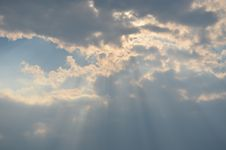 Free Sun Rays From Clouds Stock Photography - 92882462
