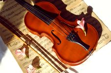 Free Old Violin, Fiddle-stick And Music Sheet Royalty Free Stock Image - 9294496