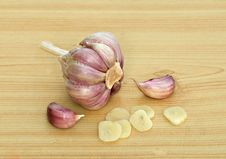 Free Garlic And Cloves On Desk Stock Photo - 9294900