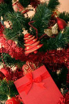 Free Christmas Tree And Gift Stock Image - 9298731