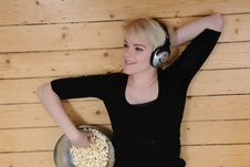 Free Eat Popcorn And Listen To Music Royalty Free Stock Photography - 9299607