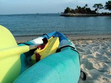 Free Kayak At A Beach Royalty Free Stock Photos - 930628