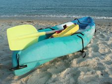Free Kayak On A Beach Royalty Free Stock Image - 930636