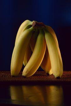 Free Standing Bananas Stock Image - 932831