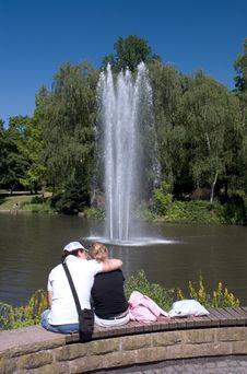 Free Couple Kiss Stock Photography - 932932