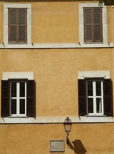 Free Windows Of Old Building In Rome Stock Photography - 936972