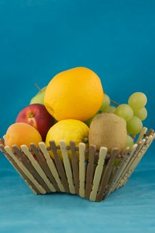 Free Fruit Basket Royalty Free Stock Photo - 937045