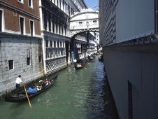 Free Venice Convoy Royalty Free Stock Images - 938029