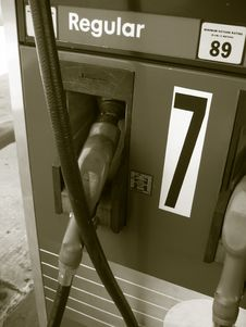 Free Pumping Gasoline Royalty Free Stock Photos - 938768