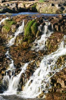 Free Falling Water Royalty Free Stock Photos - 939698