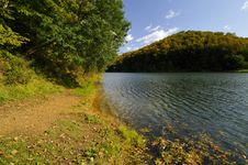 Free Early Autumn On The Lake Royalty Free Stock Image - 9300206