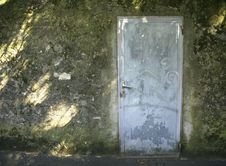 Free Door In An Alley Stock Image - 9303091