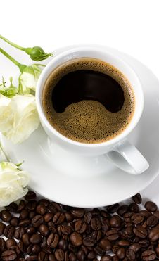 Free A Cup Of Coffee With White Roses And Beans Stock Image - 9306401