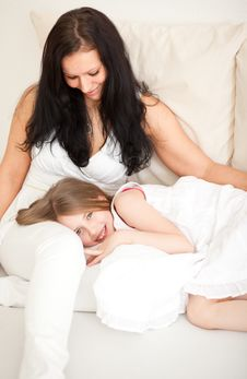 Free Mum With Daughter Royalty Free Stock Photos - 9308368