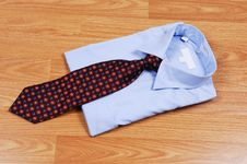 Free Blue Dress Shirt With Tie. Stock Images - 9315094