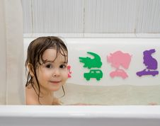Free Little Girl Take A Bath Royalty Free Stock Images - 9317889