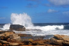Free Sea Waves Hitting On Yellow Rocks Royalty Free Stock Photography - 9322767