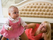 Free Baby With Mom Royalty Free Stock Photos - 9325648