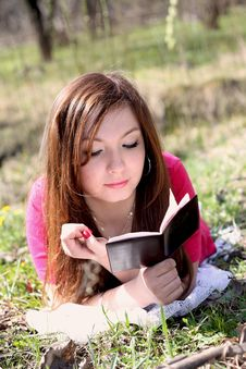 Free The Girl Reads The Book Stock Photo - 9325850