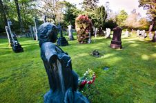 Free Graves In Cemetery Stock Images - 9330174