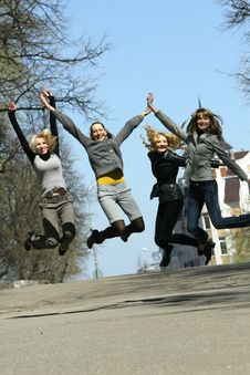Free Women Jumping Royalty Free Stock Photos - 9333648