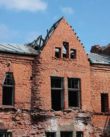 Free Brick Destroyed Wall Royalty Free Stock Images - 9333849