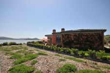 Free Pink House Surrounded By Plants Overlooking A Bay Stock Photography - 9338652