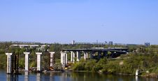 Free Construction Of The Bridge And Highway On River Stock Photo - 93396910
