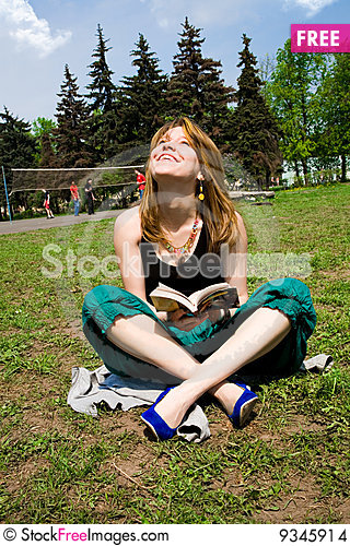 Free Pretty Young Women Reading A Book Stock Images - 9345914