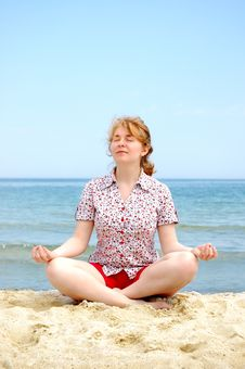Free Meditating Royalty Free Stock Photos - 9340938