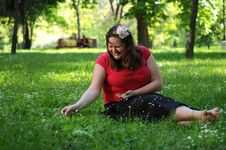 Free Bohemia Woman In A Park Royalty Free Stock Images - 9341269