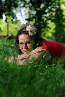 Free Bohemia Woman In A Park Royalty Free Stock Photos - 9341338