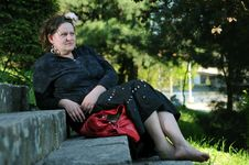 Free Bohemia Woman In A Park Royalty Free Stock Images - 9341679