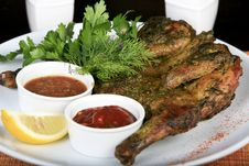 Free Roasted Whole Chicken On A Plate Royalty Free Stock Photography - 9341927