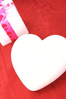 Free White Heart On Red Background Valentine S Day Stock Images - 9345924