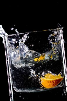 Free Orange  Splash In Water Royalty Free Stock Photos - 9350878