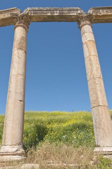 Free Ancient Columns With Blue Sky Royalty Free Stock Image - 9352156