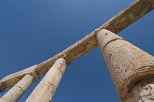 Free Ancient Columns With Blue Sky Royalty Free Stock Photography - 9352177