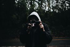 Free Man Wearing Black Zipped Up Hoodie Stock Photography - 93553782