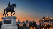 Free Man Riding Horse Sculpture Stock Photography - 93554382