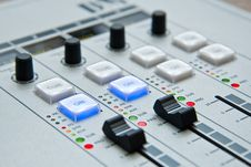 Free White And Black Music Mixer Stock Images - 93554634