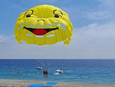 Free Parasailing Over Beach Royalty Free Stock Photography - 93555057