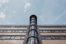 Free Brown And Black High Rise Building Under Blue Sky Royalty Free Stock Photography - 93555297