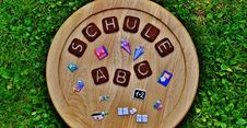 Free School Signs On Wooden Board Stock Images - 93555544