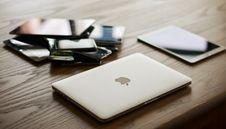 Free Macbook And Ipad On Desk Stock Image - 93555661