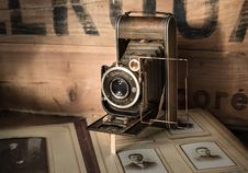 Free Retro Film Camera Royalty Free Stock Photos - 93557158
